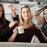 """5 idee regalo """"inutili"""" da poter fare alla tua collega d'ufficio"""